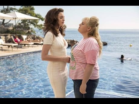 Anne Hathaway (left) and Rebel Wilson in 'The Hustle'.