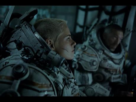 Kristen Stewart and Vincent Cassel in 'Underwater'.