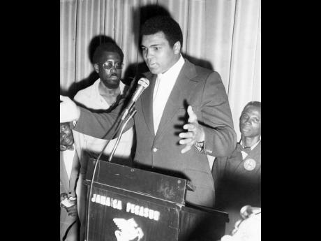 Muhammad Ali speaking at the reception at the Jamaica Pegasus Hotel.