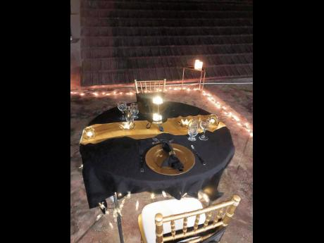 Making Memories Décor set up this romantic dinner for two.