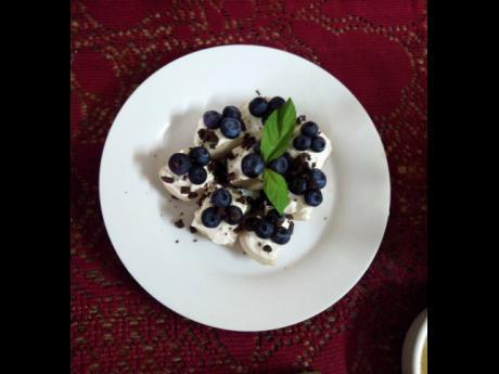 Blueberry treats, anyone? Yes please!