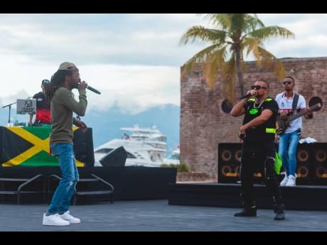 Sean Paul invited Jesse Royal on stage to perform their collab, 'Guns of Navarone.'