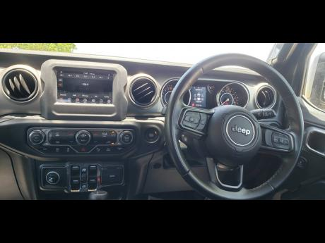 The layout of the interior is much similar to that of the Wrangler.