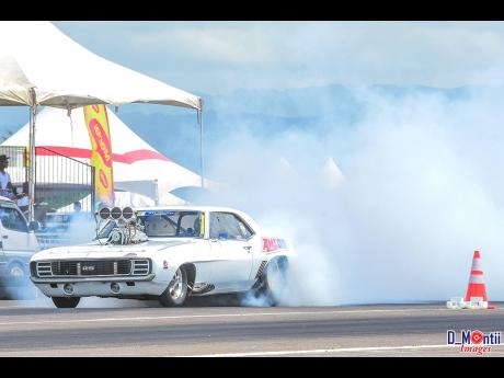Dean Shaw never fails to please the crowd, with his burnouts.