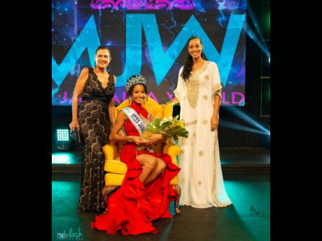 Miss Jamaica World 2021 Khalia Hall (centre), is flanked by Miss World 1976 Cindy Breakspeare (left), and Miss Jamaica World 2007 Yendi Phillipps.